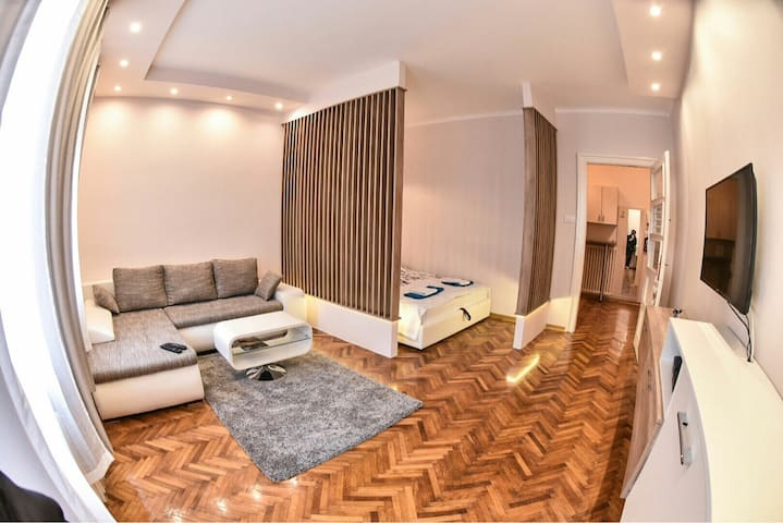 New & Modern CENTRAL Apartment - Novi Sad - Apartment