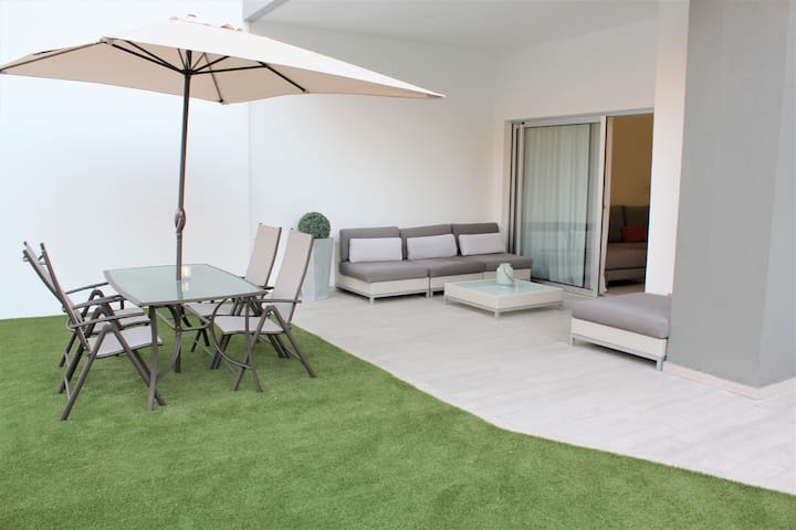 Great 2 bd apartment with amazing terrace