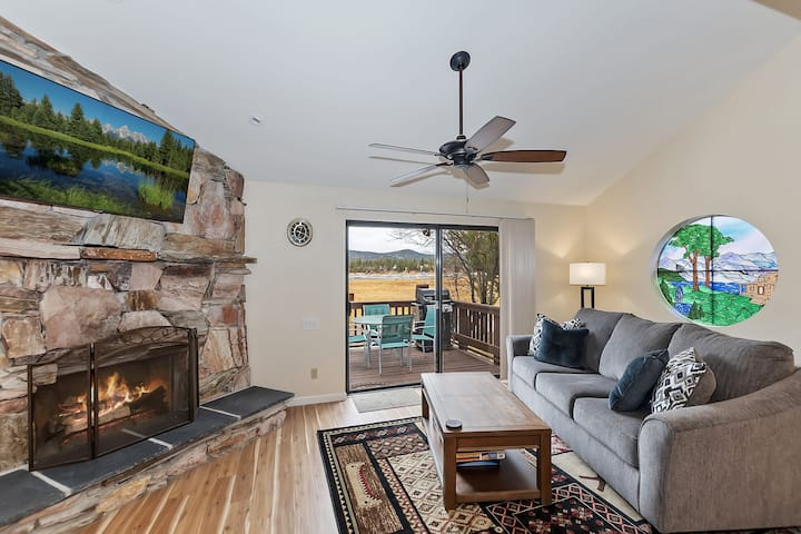 Big Bear Casa: Lakeside Condo with Amazing Views! Near Pleasure Point Marina!