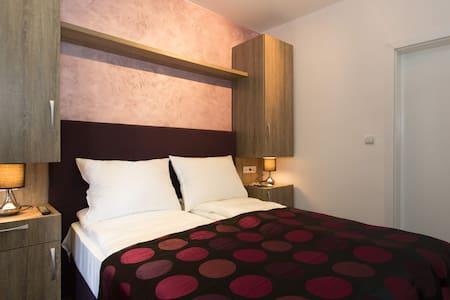 ESHE Boutique Hotel-Private room+bathroom-Old town - Stari Grad, Sarajevo