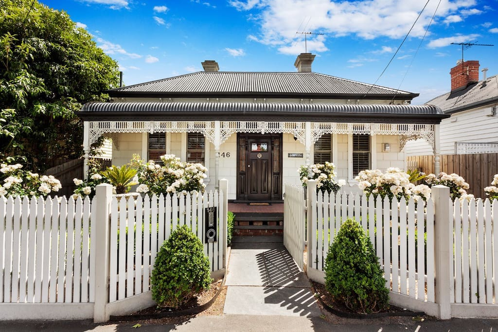Classic renovated Edwardian beauty less than 10 min walk to vibrant Yarraville, 15 mins by train to Melbourne cbd.