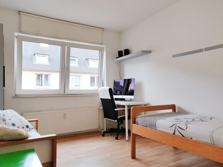 Super central !Apartment next to Hbf & trade fair!