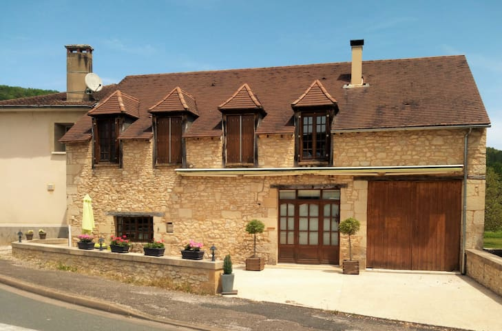 Lovely home and swimming pool near Sarlat