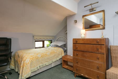 Single room in Victorian family home in Liverpool