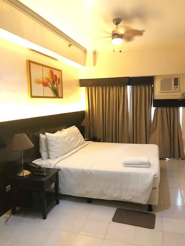 3J's NEW COOL & COZY HOTEL-type with LAKE VIEW