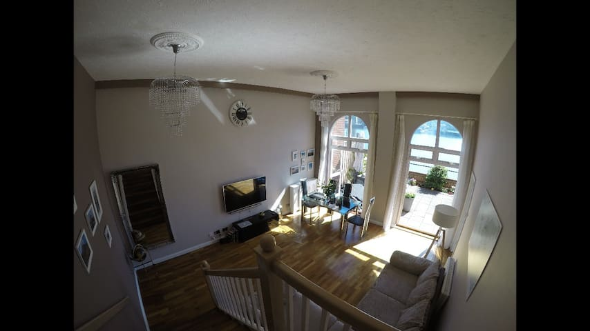 Southampton Waterside Apartment inc large patio