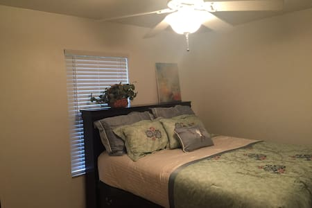 Bedroom with Large Private Bath perfect for you! - Lake City - Hus