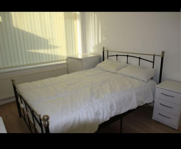 Double Room in Cheylesmore, Coventry