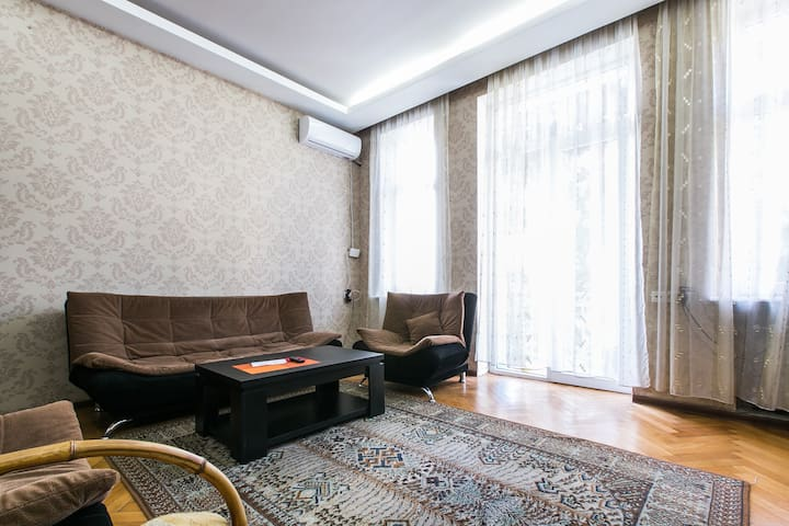 lovely  quiet flat in the centre