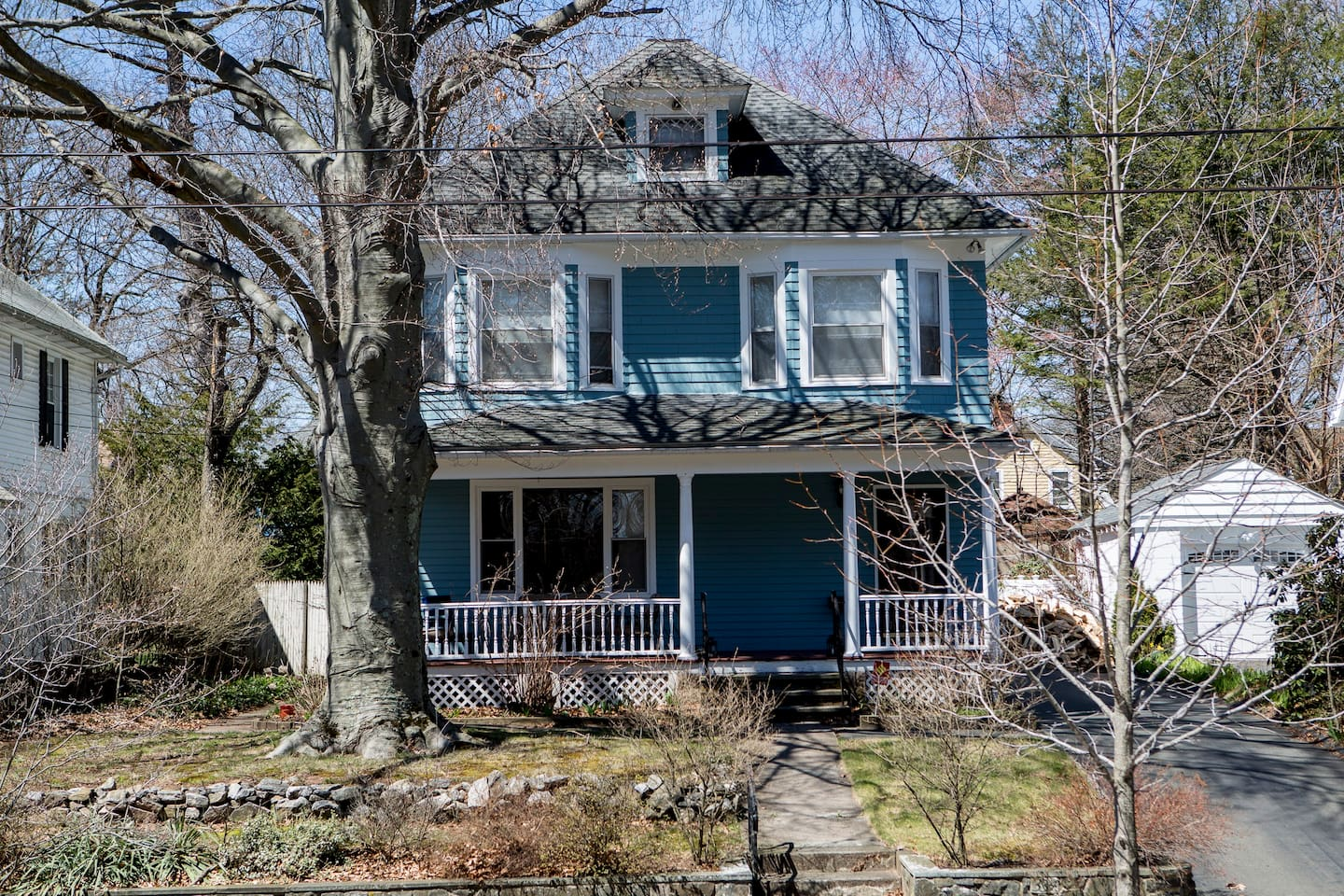 Artsy Westville Home- 10 minutes from Yale University; Walking distance from Westville Village (For Shopping and Dining)
