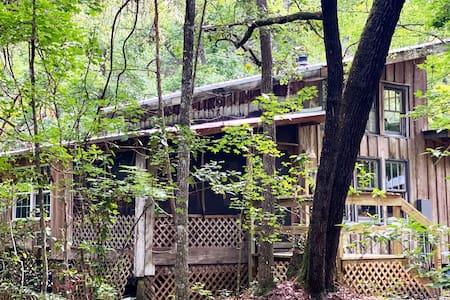 Cypress Studio cottage in a wildlife sanctuary