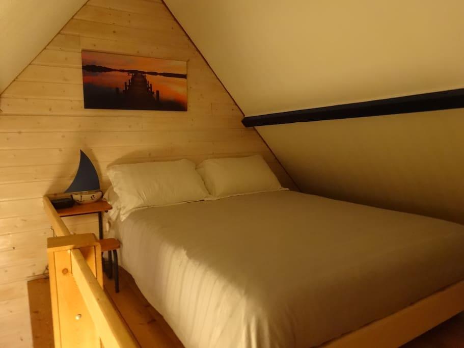 chambre: lit en mezzanine
