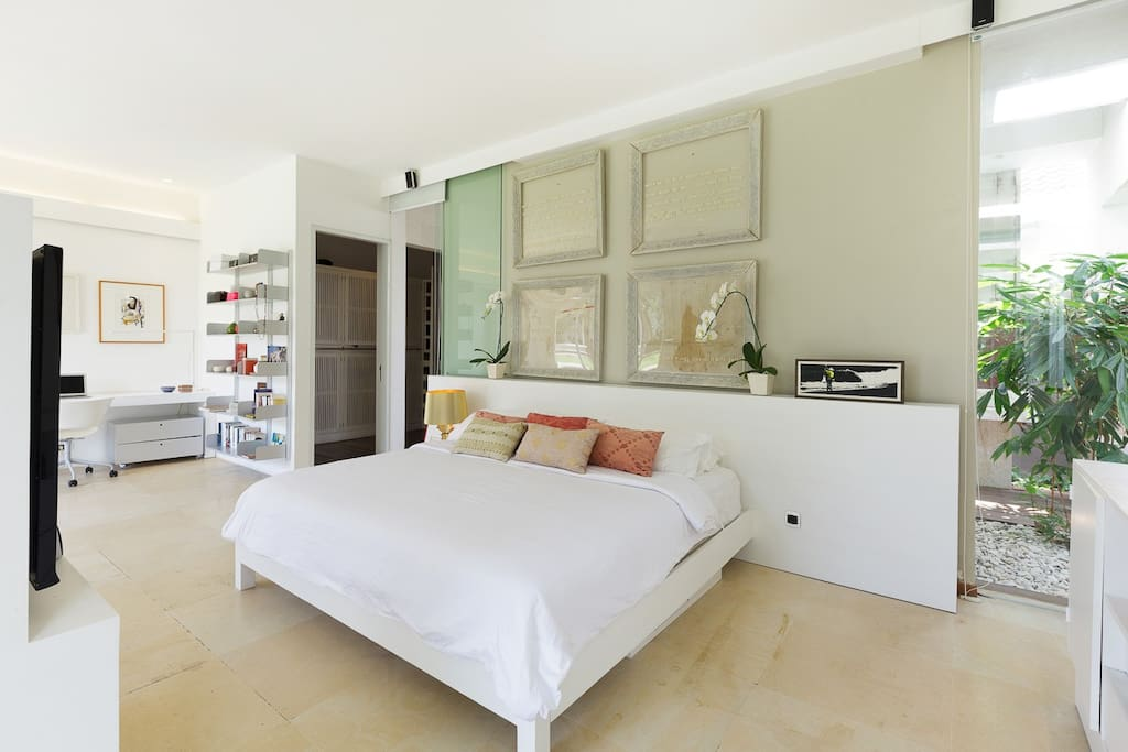 the ensuit master bedroom