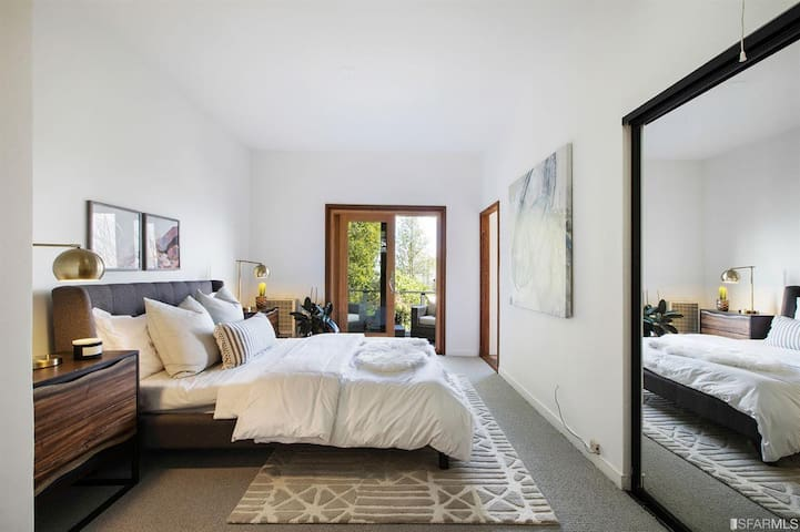 Private master suite in beautiful Bernal Heights