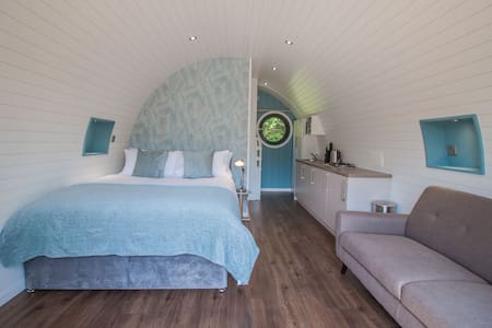 Cowslip Family Glamping Pod | sleeps 4 - Gold Award winning
