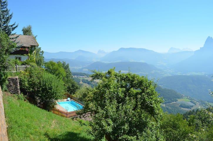Chalet Villa Stefania Dolomit view Swimmingpool - Longomoso - บ้าน