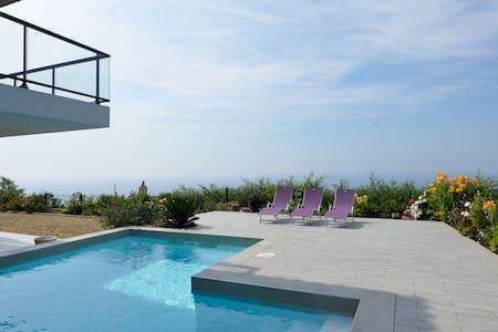 Vue mer exceptionnelle et piscine - Saint-Raphaël - Apartmen