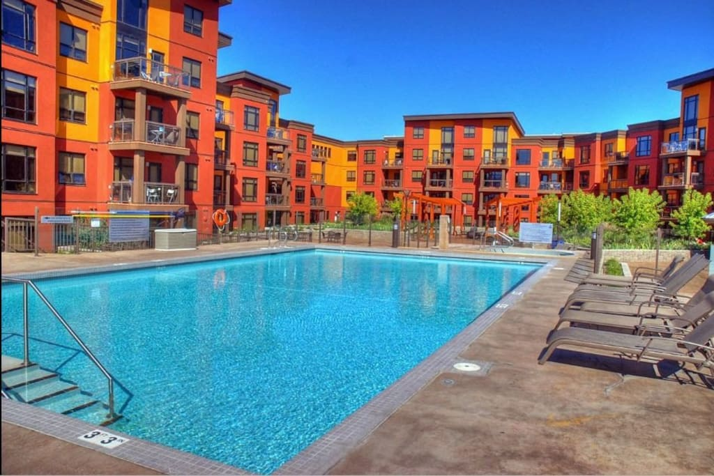 Shared Swimming Pool & Hot Tub