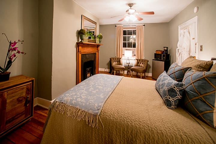 Room In Central Historic Downtown - Appalachian