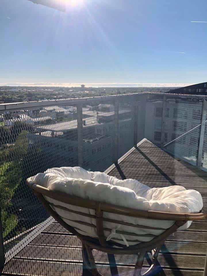 Penthouse flat with amazing views next to metro