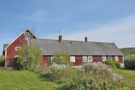 Former farm house with 3 bedrooms on 128m² in Brösarp