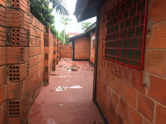Secure living space near University of Ghana - Haatso