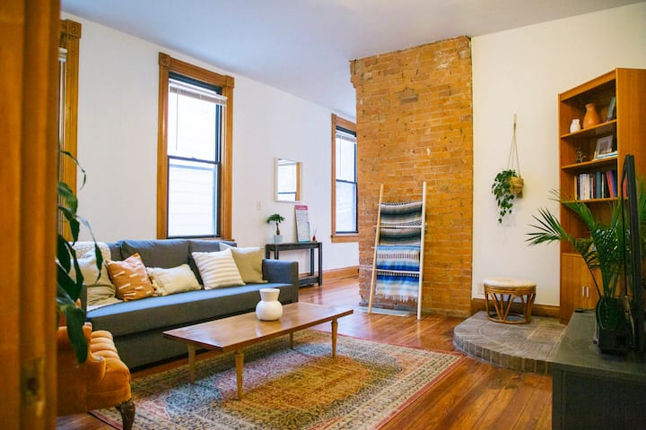 Stylish & Cozy Suite Minutes from Downtown/OTR/UC!