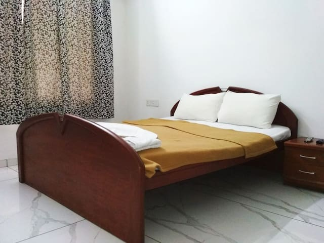 Single room in Fully Furnished flat on FC Road