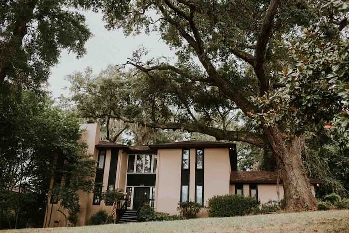 Large Home w/View of Bay & Towering Majestic Oaks