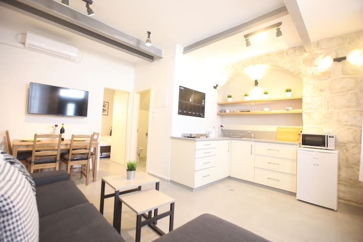 ✺WOW \\  Authentic Old City Apt For Families✺