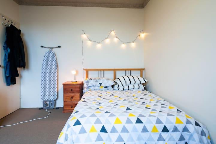 Beautiful, airy, well lit one bedroom apartment. - マリックビル - アパート