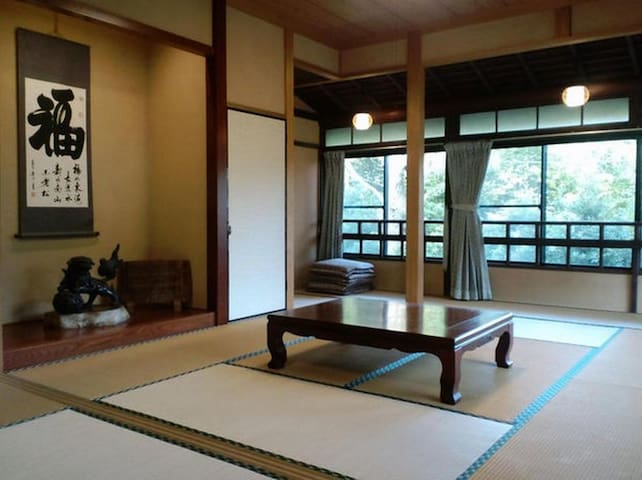 Traditional guesthouse since Edo era. Beautiful mountain view changing over seasons. 【with breakfast】