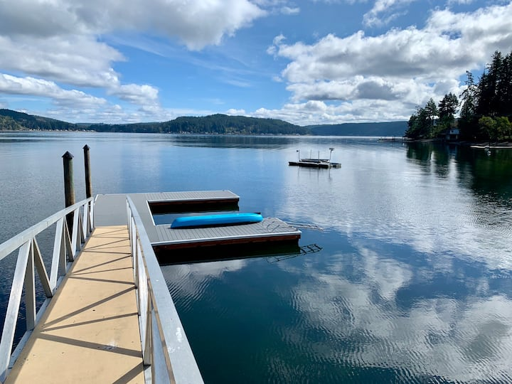 Dockside ~ Cozy Waterfront Paradise on Hood Canal!
