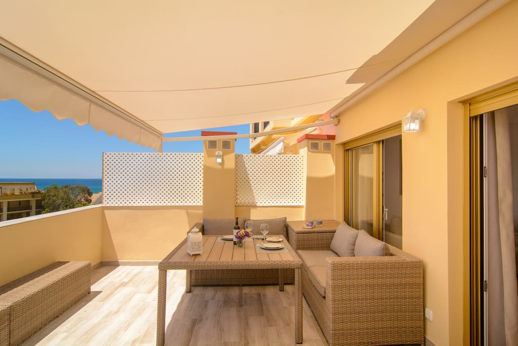Covered terrace (21m2) with beautiful sea views