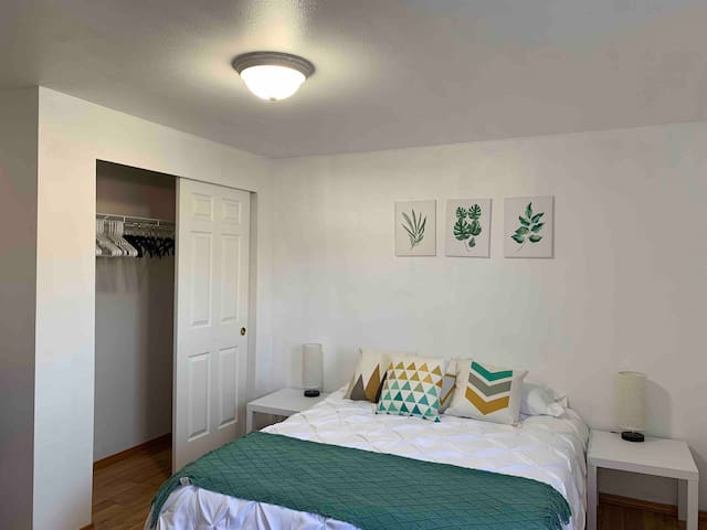 Beautiful Guest Room: In the Heart of Ballard!