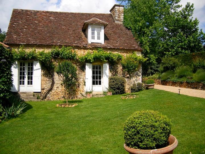 Charming Cottage in Animal Sanctuary, Dordogne