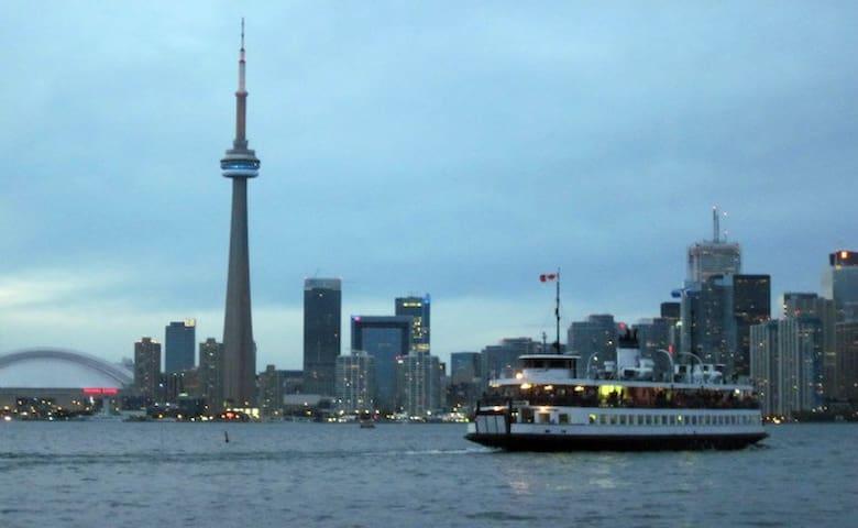Toronto Island Ferry Services!