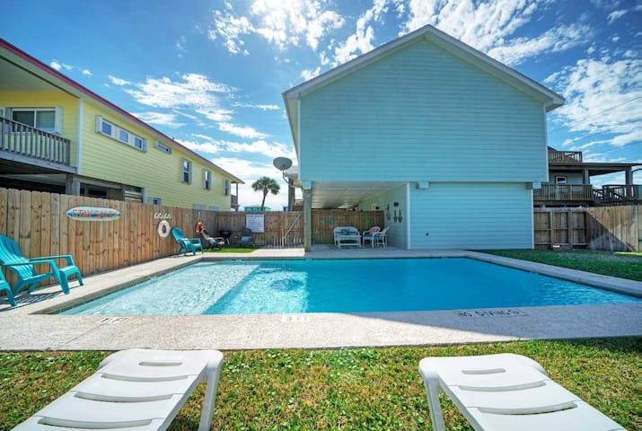STAY SALTY-3BR/3BA* Pool*Boardwalk*Golf Cart Zone