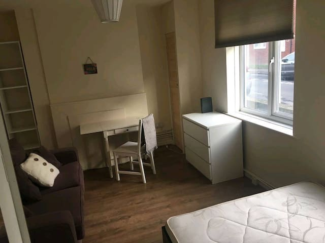 Large double room in excel custome house