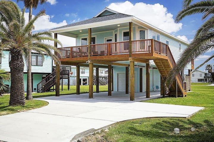 A&M's Blue Pearl - Modern Beach House