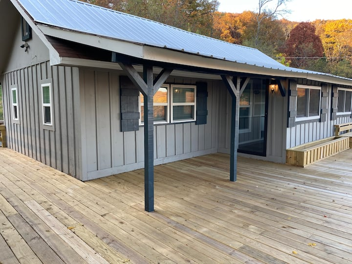 Spacious Private Cottage w/ 2 BR + Mountain View