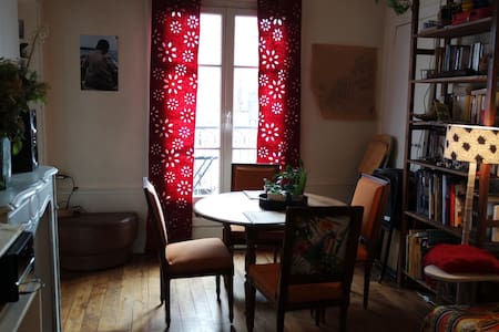 Room in apartment - Parijs