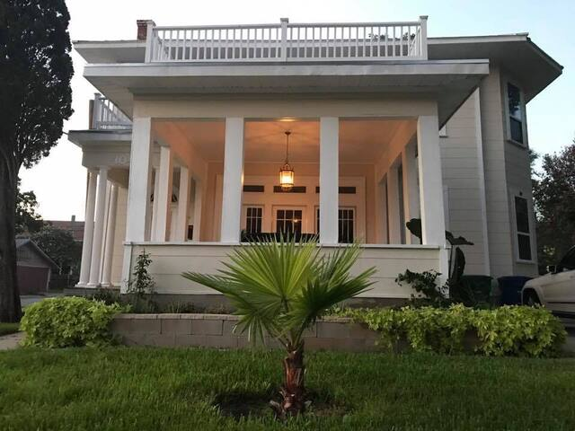 Eclectic House near to Riverwalk & Convention Ctr. - Houses for ...