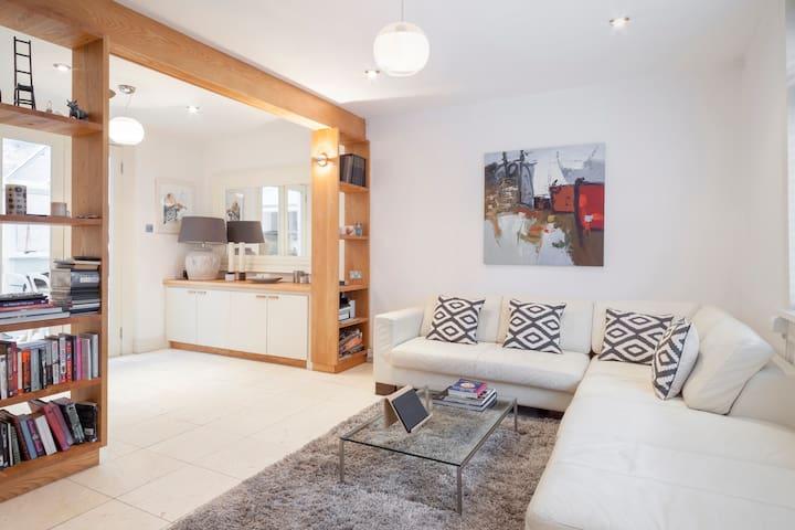 Double Room close to City & Business Centre - Donnybrook - Casa