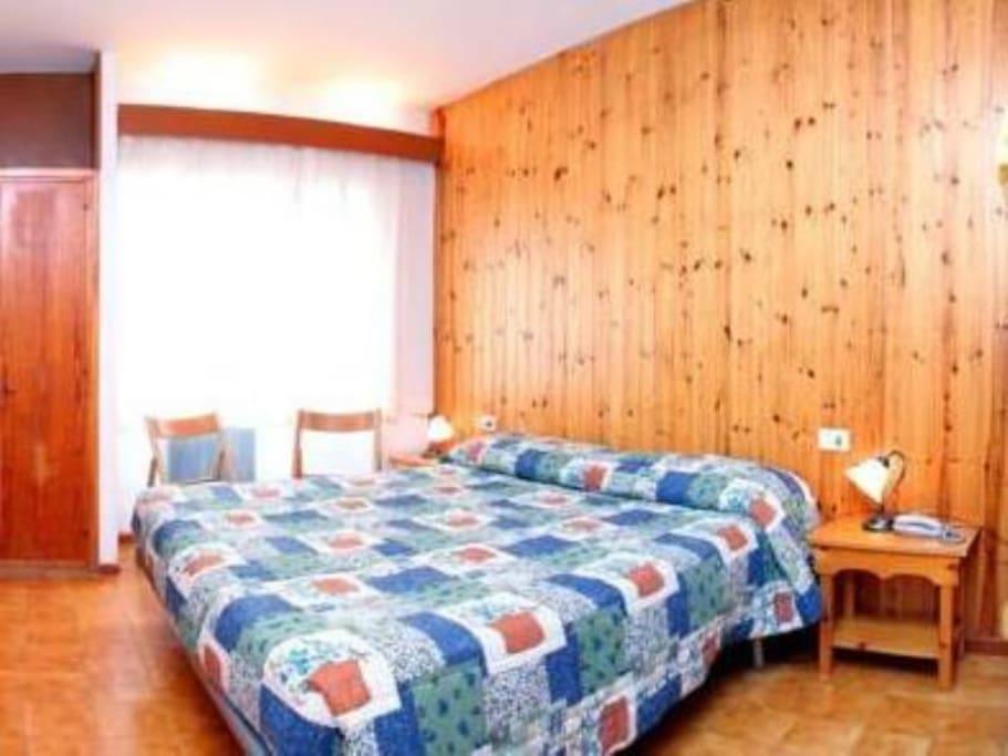 Camera  con bagno e 4 posti letto di cui 2 in letto matrimoniale  e 2 a castello