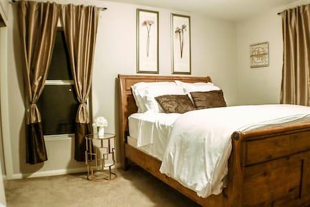 Private Queen Bedroom + WiFi - North Las Vegas - Hús