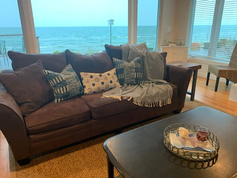 Amazing N. Shore Lakefront Beach Home,  Caseville