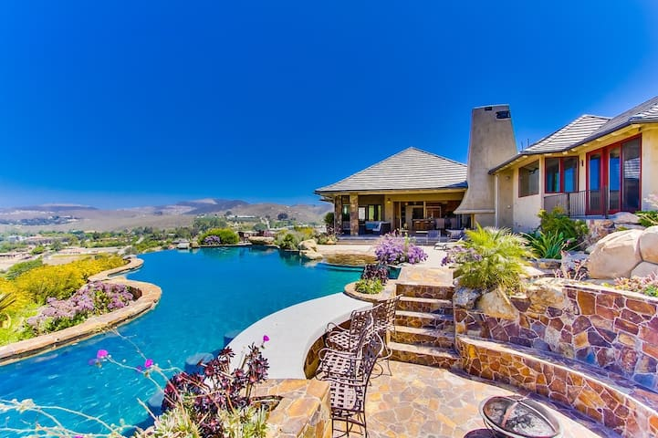 Above the Clouds - 6 Bedroom, 5.5 bath mansion on 5 acres, sleeps 24 - Escondido - Haus