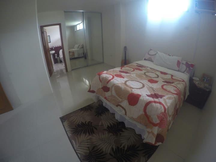 Dormitorio amplio con baño privado
