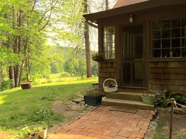 Peaceful and Authentic Berkshire Retreat - Great Barrington - House